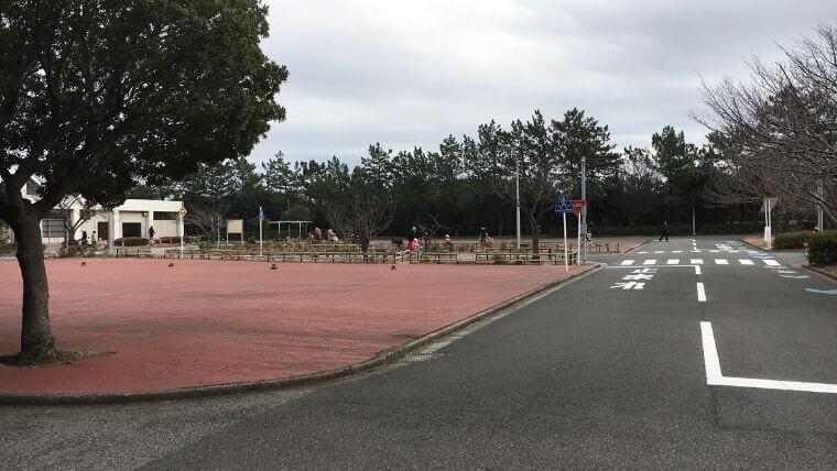 花見川緑地交通公園 広場前 左