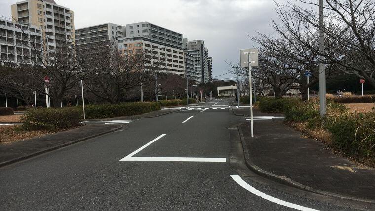 花見川緑地交通公園 広い道路