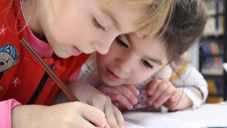親に見てもらわなくても勉強できる小学生とは